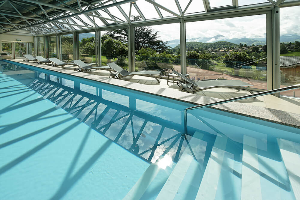 Pool im Spa des Hotel Eden in Spiez am Thunersee
